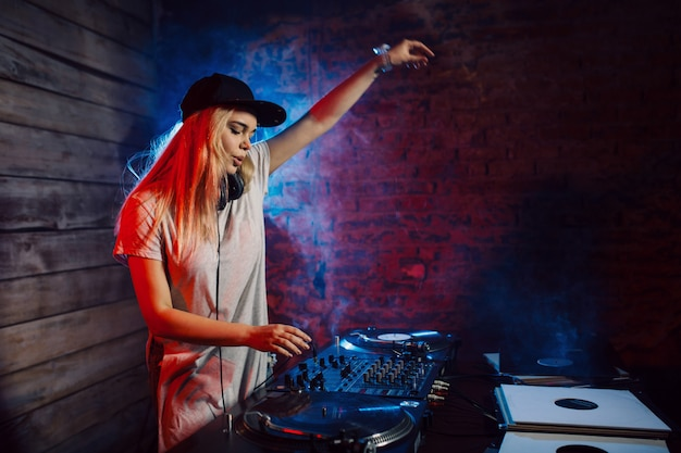 Cute dj woman having fun playing music at club party Free Photo