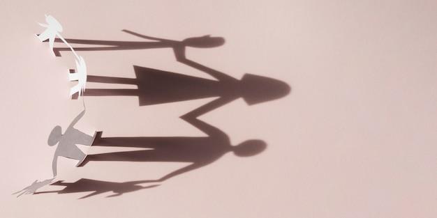 Симпатичная семейная концепция с тенями Бесплатные Фотографии