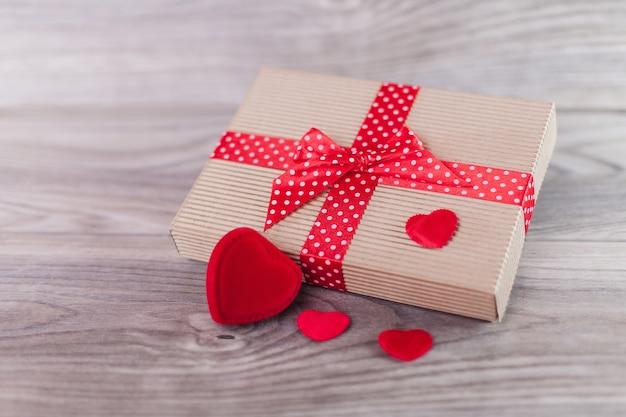 Regalo carino il giorno di san valentino Foto Gratuite