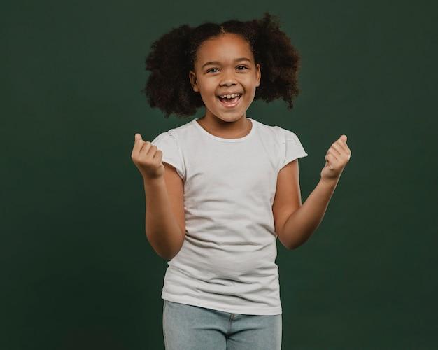 かわいい女の子の子供は本当に幸せです Premium写真