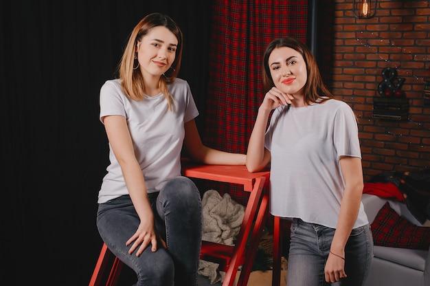 Cute girls oin a studio Free Photo