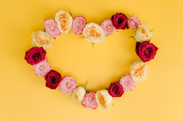 Cute heart rose frame top view Free Photo