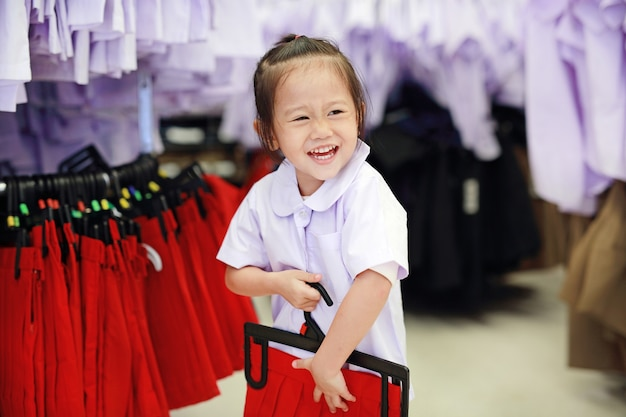 e511b1853ff6 Cute little girl try dressing school uniform Photo | Premium Download
