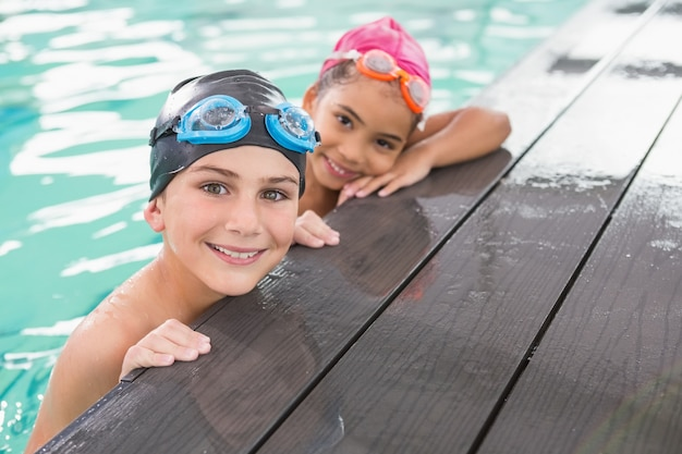 Cute swimming class in the pool Premium Photo