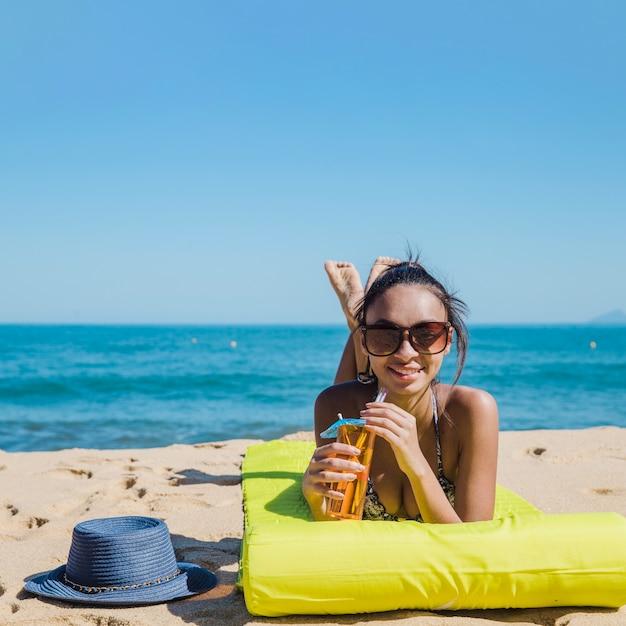 cute woman beach with cocktail 23 2147646895 - Tempat Rekreasi Favorit Wisatawan Indonesia Di Bali