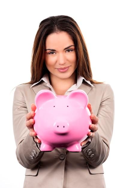 白い背景の上の貯金箱とかわいい女性 無料写真