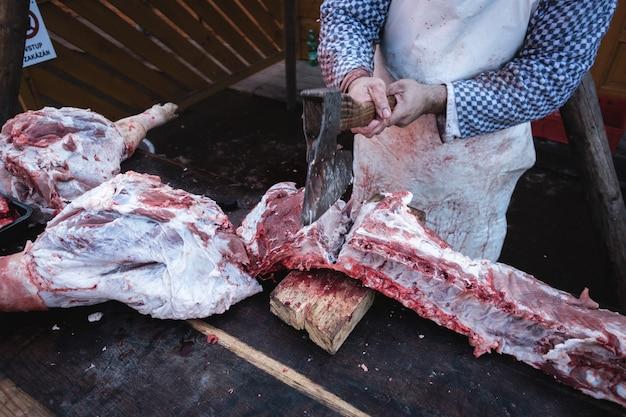 Cutting pork ribs with an axe Free Photo