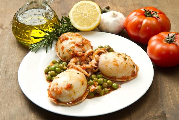 Cuttlefish with peas Premium Photo
