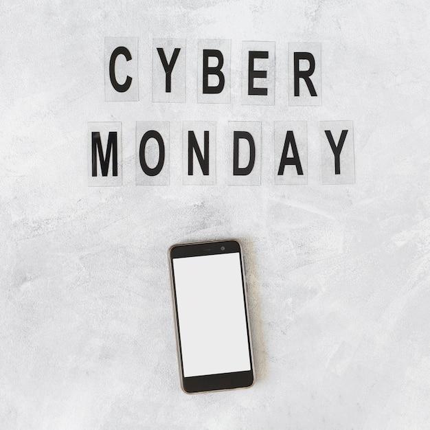 Смартфон с надписью cyber monday Бесплатные Фотографии