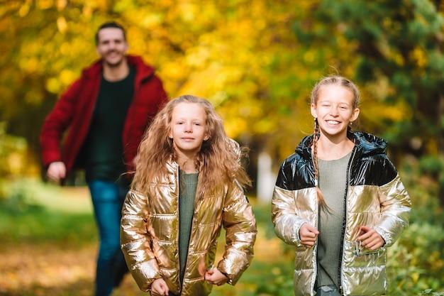 Dad and kids on beautiful autumn day Premium Photo