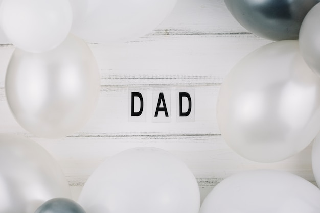 Dad title between balloons Free Photo