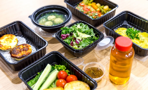 Daily meals in  boxes, healthy food delivery Premium Photo