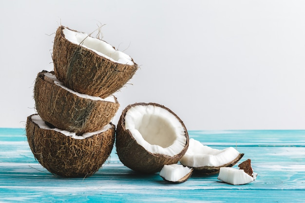 Damaged coconut pieces with shell  close up Premium Photo