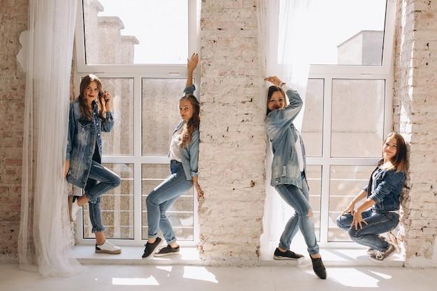 Dancer team in studio Free Photo