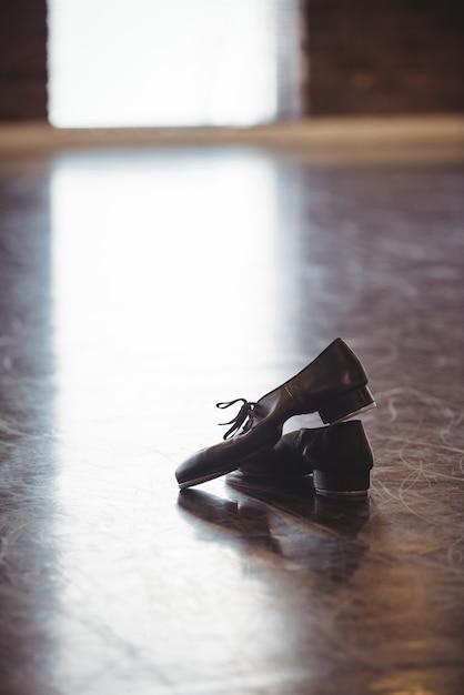 Танцевальная обувь на деревянном полу Бесплатные Фотографии