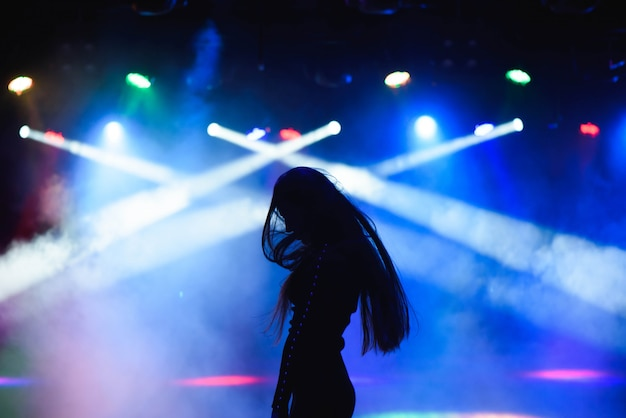 Девушки в ночном клубе фото танцуют музыка в ночных клубах новосибирска