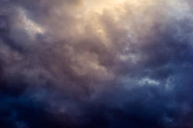 雨天時の暗い雲 無料写真