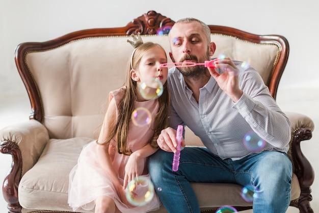 Дочь и папа в день отцов Бесплатные Фотографии
