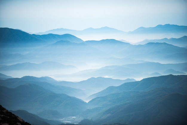 Dawn of the hwangmasan mountain with the sea of clouds Premium Photo