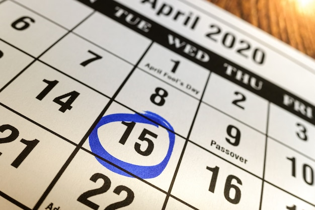 Day 15 of april 2020 marked on the calendar as a reminder to pay taxes. Premium Photo