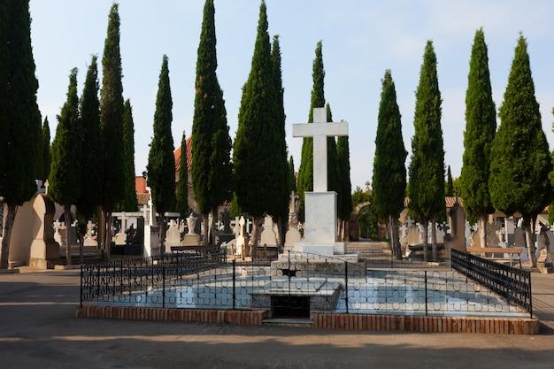 Vista di giorno del cimitero. teruel Foto Gratuite