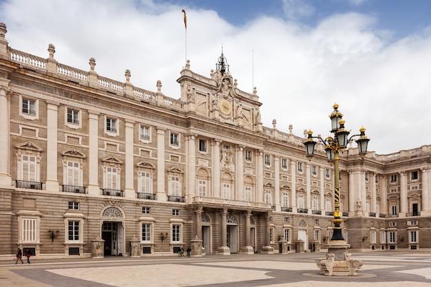 Day view of royal palace Free Photo