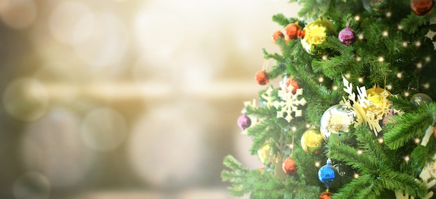 Decorated christmas tree on blurred background. pine cone and snow flakes Premium Photo