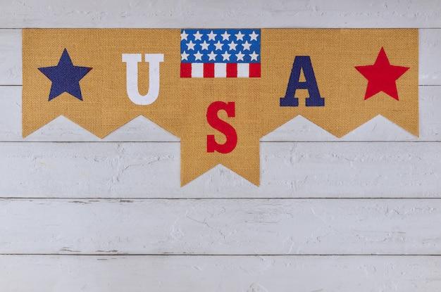 Украшенное письмо сша подписать с федеральным праздником патриотизма день труда день памяти американского флага на старом деревянном столе Premium Фотографии