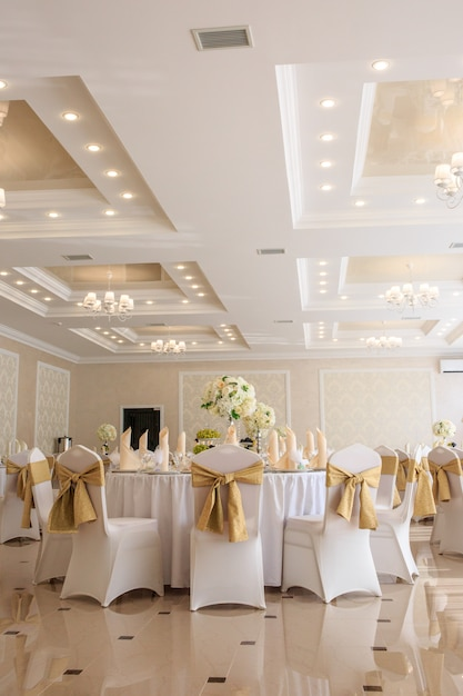 Decorated wedding banquet hall in classic style. Premium Photo