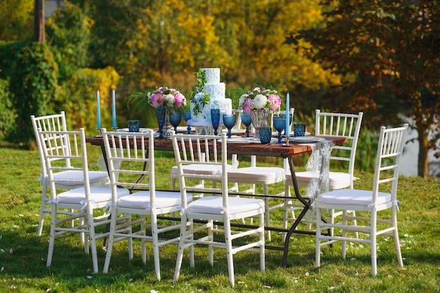 Decorated for wedding elegant dinner table Premium Photo