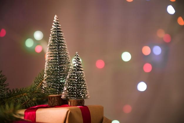 Decorative christmas trees onpresent box Free Photo