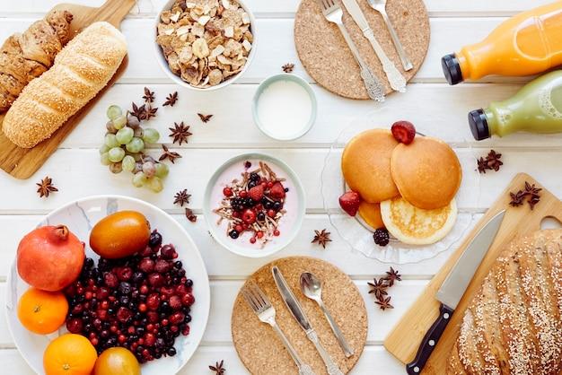 Decorative healthy breakfast concept Free Photo