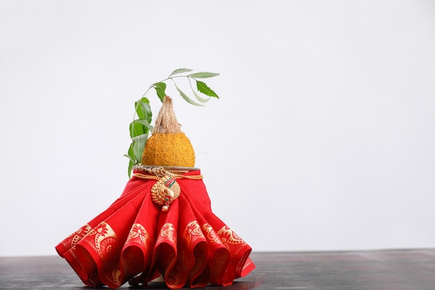 Decorative kalash with coconut and leaf with floral decoration Premium Photo