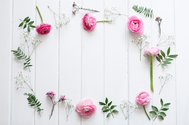 Decorative pink flowers in wooden surface Free Photo
