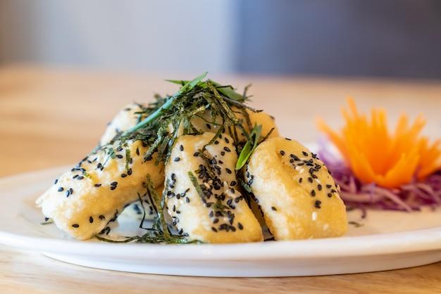 Deep fried tofu Premium Photo