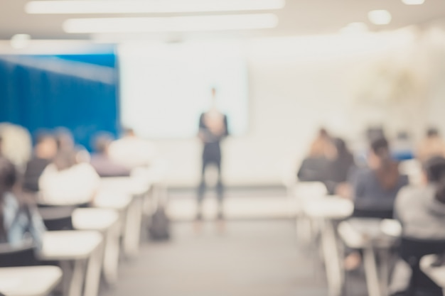 Defocus of the speaker  giving  talk on corporate business conference. Premium Photo