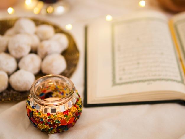 Defocused quran and pastries arrangement Free Photo