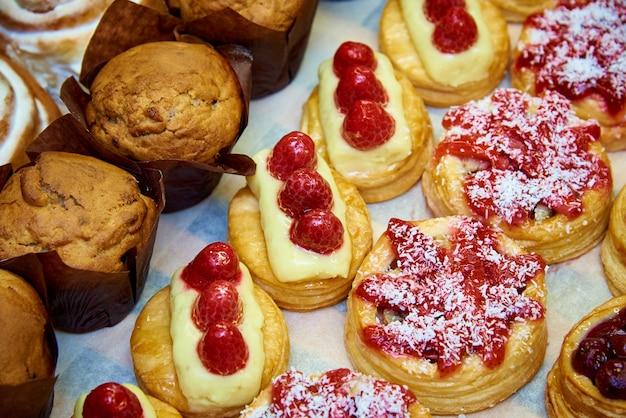Delicious appetizing cakes on the showcase close-up. Premium Photo