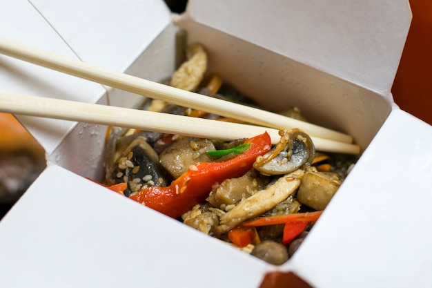 Delicious appetizing noodles with vegetables in cardboard box. Premium Photo