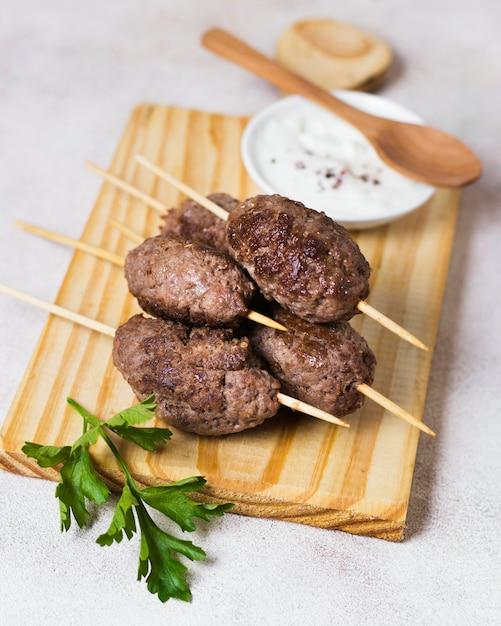 Вкусные арабские шашлычки из фаст-фуда high view Бесплатные Фотографии