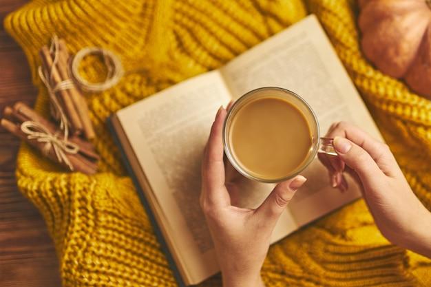 Delicious autumn coffee. Premium Photo