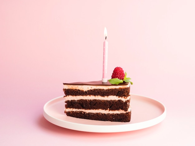 Delicious birthday cake on pink background Free Photo