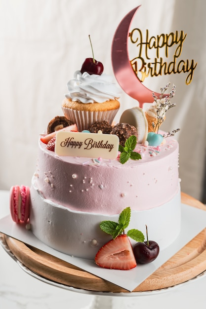 Premium Photo Delicious Birthday Cake With Happy Birthday Tag