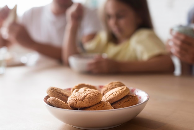 Delicious biscuits in bowl on table Free Photo