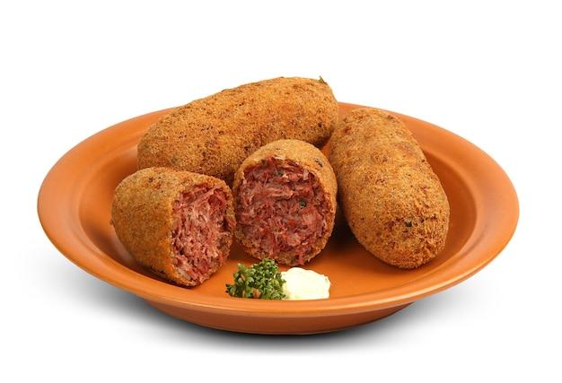 Вкусная бразильская кухня: bolinho de carne seca. Premium Фотографии