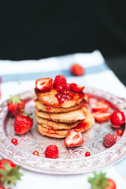 Delicious breakfast desert. Premium Photo
