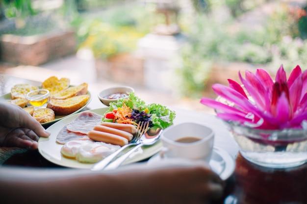 Delicious breakfast on the table Premium Photo