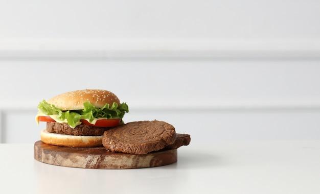 Delicious burger Free Photo
