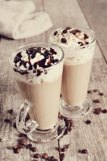 Вкусный кофе со взбитыми сливками Бесплатные Фотографии