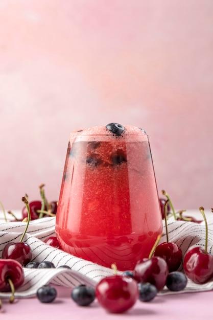 Deliziosa bevanda alla ciliegia e ai mirtilli Foto Gratuite